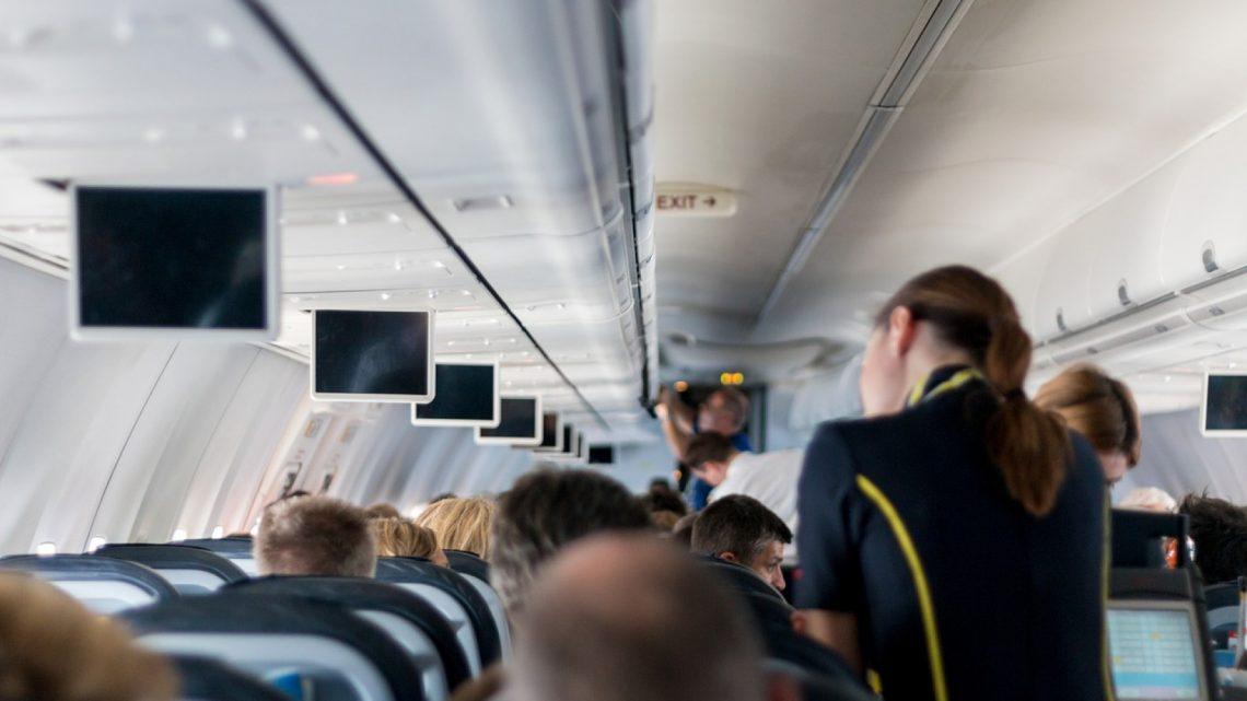 Comment devenir hôtesse de l'air ou steward