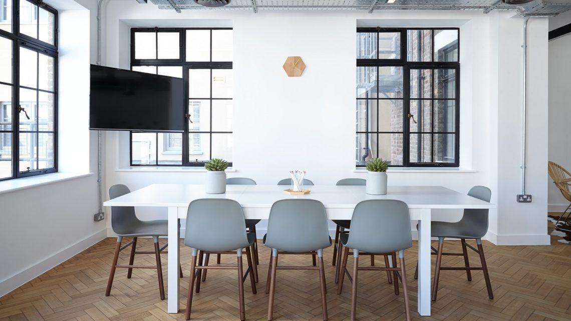 Une table pratique et facile à ranger pour des événements réussis